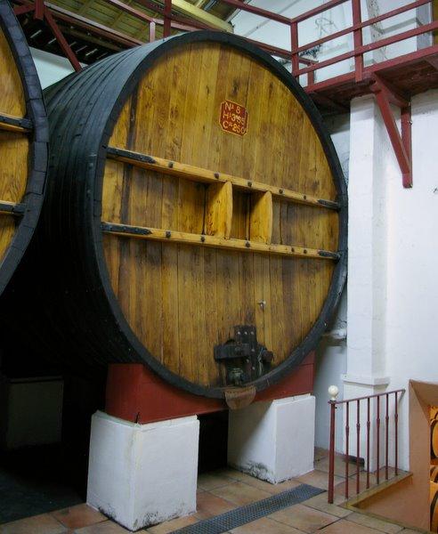 Большие бочки для вина